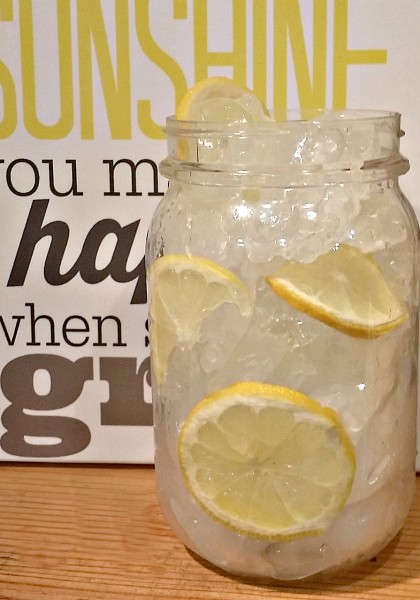 Make a delicious Pink Lemonade for parties and events jenny at dapperhouse #recipe #lemonade