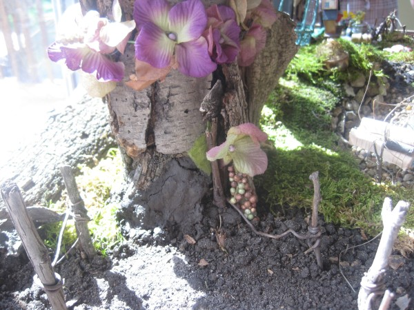 Use natural elements for your living fairy garden while incorporating some artificial items to supplement @dapperhouse