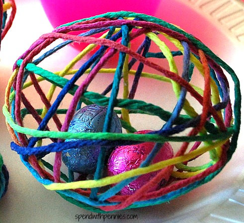 treat-filled-yarn-egg-2