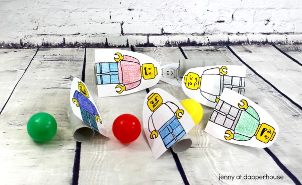 You can make this Super Fun Minifig Game for your kid with recycled materials and FREE Printables from jenny at dapperhouse #lego #game