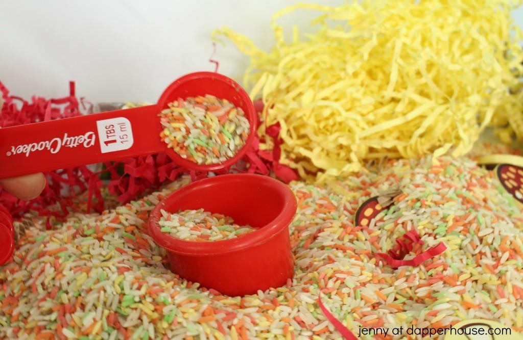 How to amke and use a pizza themed sensory box - sensory bin - jenny at dapperhouse