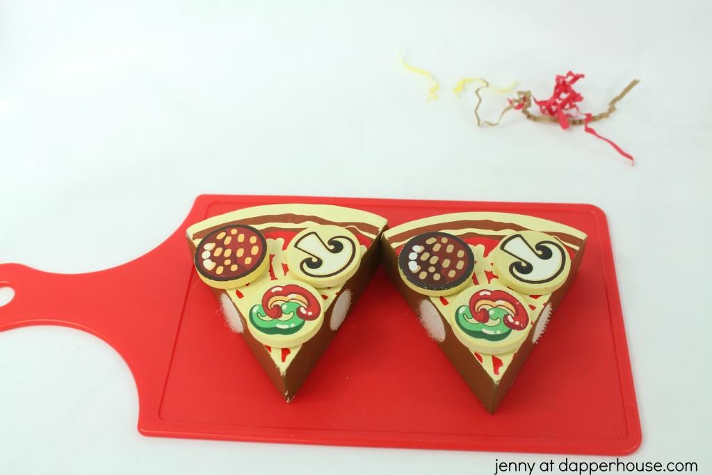pizza themed sensory bin DIY - jenny at dapperhouse
