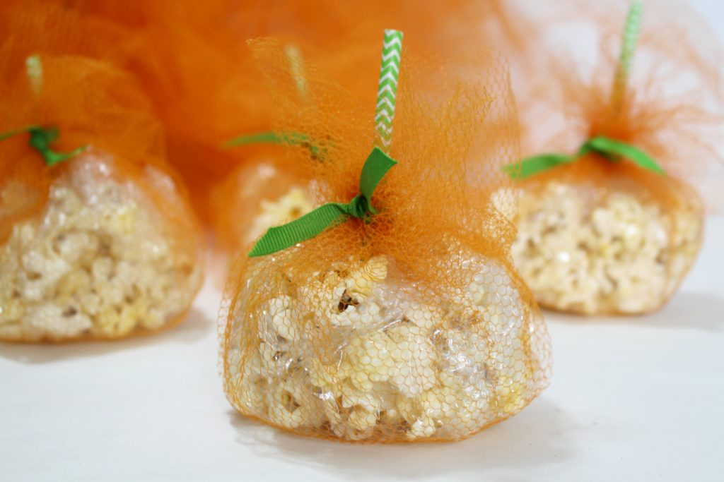 DIY Tulle Pumpkin Treat Bags - jenny at dapperhouse blog