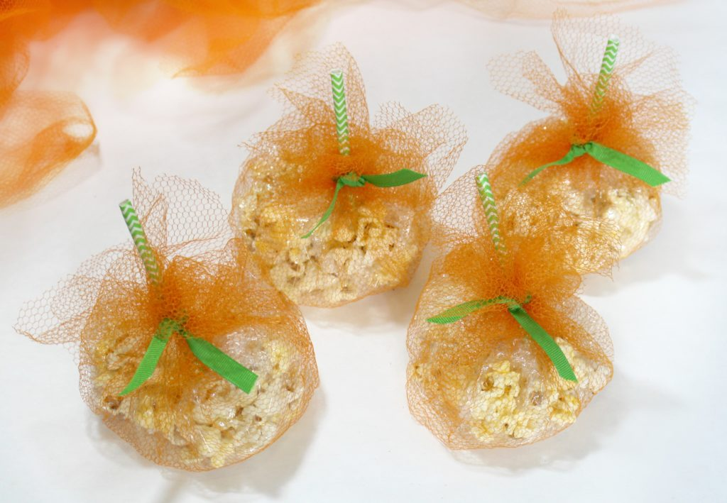 IDIY Fancy Tulle PArty Pumpkin Treat Bags - jenny at dapperhouse blog