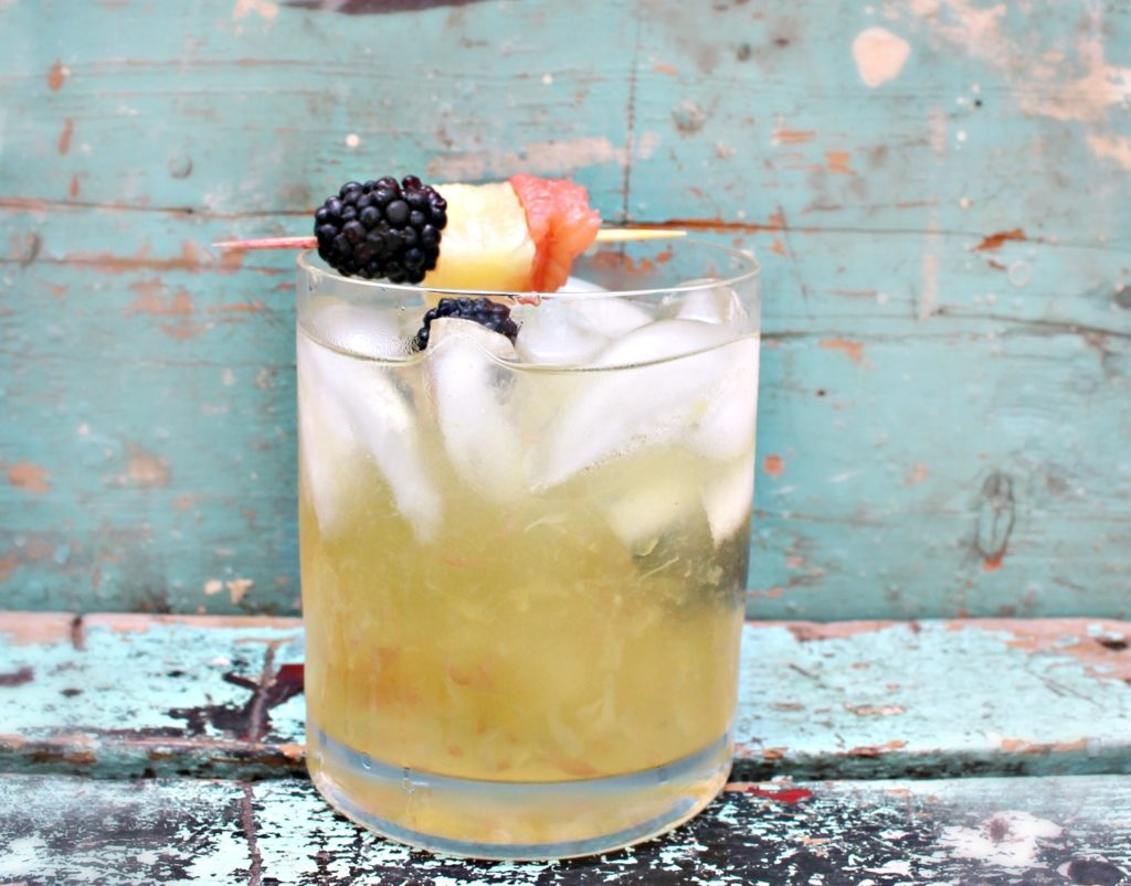Make this delicious Arizona Grapefruit Sipper Cocktail from jenny at dapperhouse #rum #pineapple #blackberries #grapefruit
